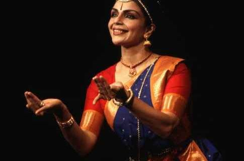 Photo of a Bharatanatyam artist Anita Ratnam in traditional bharatnatyam dance pose and dress-up.
