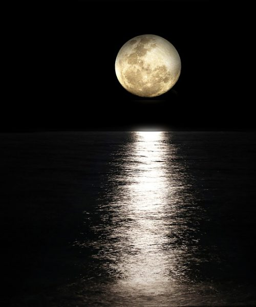 Poem, Raat Naa Jane Dabe Paao Kaha Chalti Hain: picture of the moon and its shadow falling on the sea