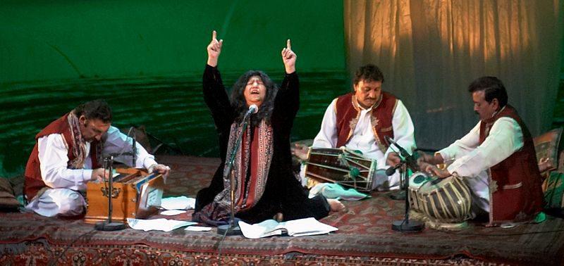abida parveen singing qawwali